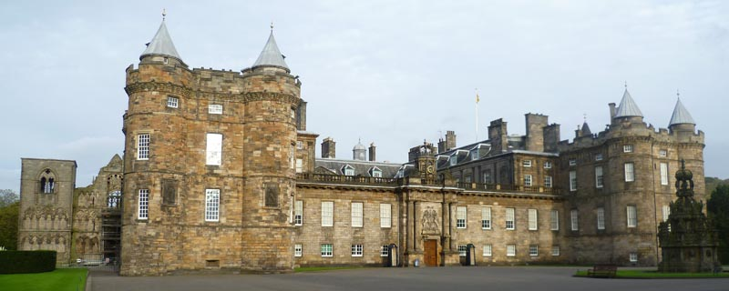 Palace_of_Holyroodhouse,_Edinburgh