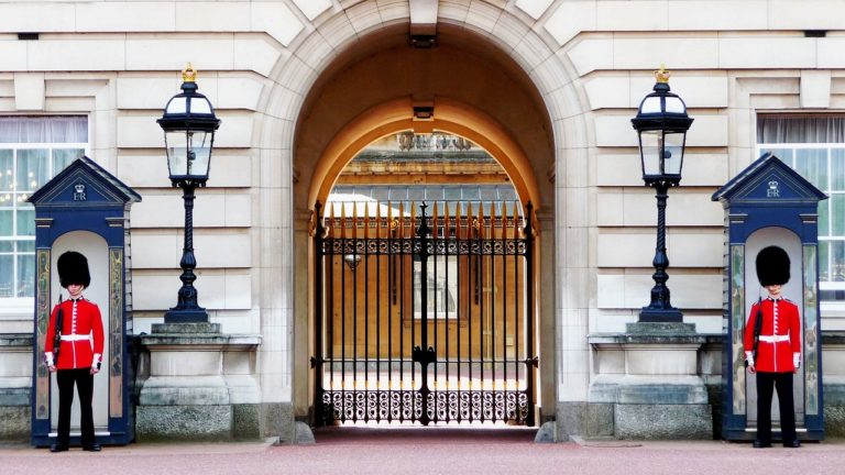 days-out-at-buckingham-palace-with-logbook-loans